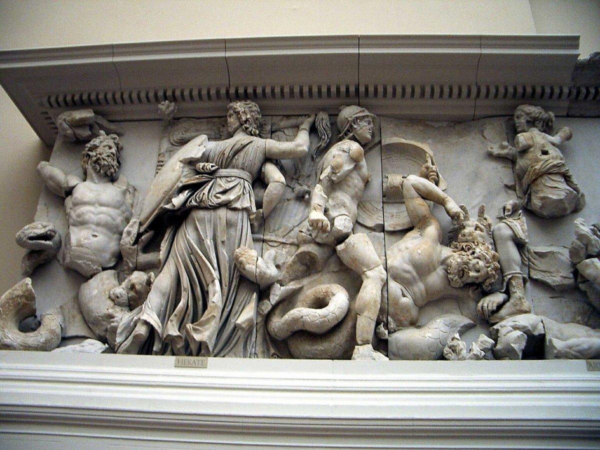 1280px-Pergamonmuseum_-_Antikensammlung_-_Pergamonaltar_02-03.jpg