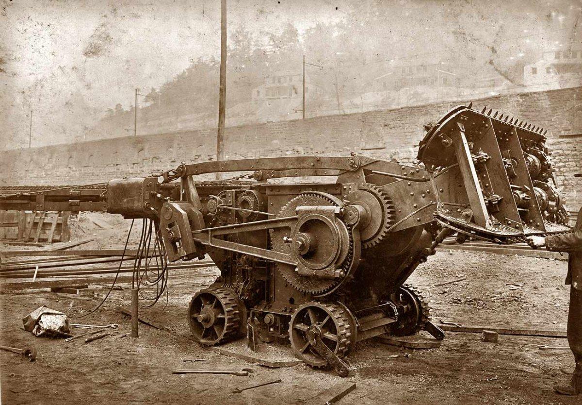 1908_tractor.jpg