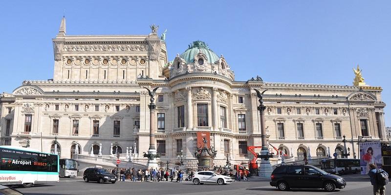 1920px-Façade_Ouest_de_l'Opéra_Garnier_(2014).jpg