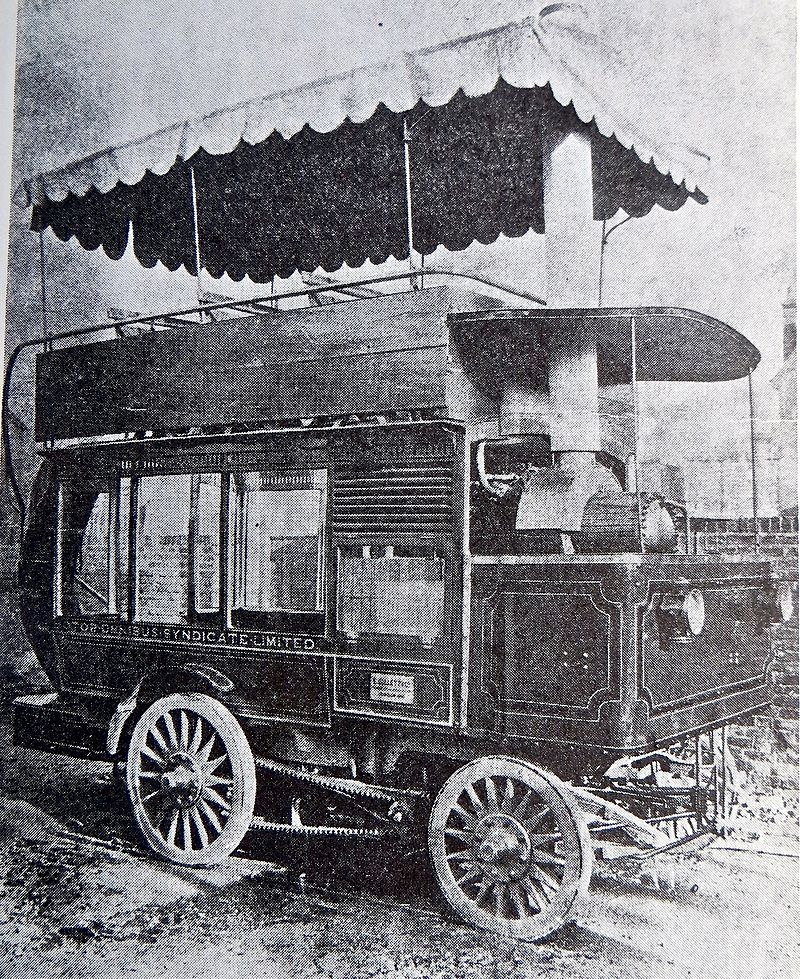 800px-1898_steam_bus_built_by_E_Gillett_&_Co_of_Hounslow_and_licensed_by_the_Metropolitan_Poli...jpg