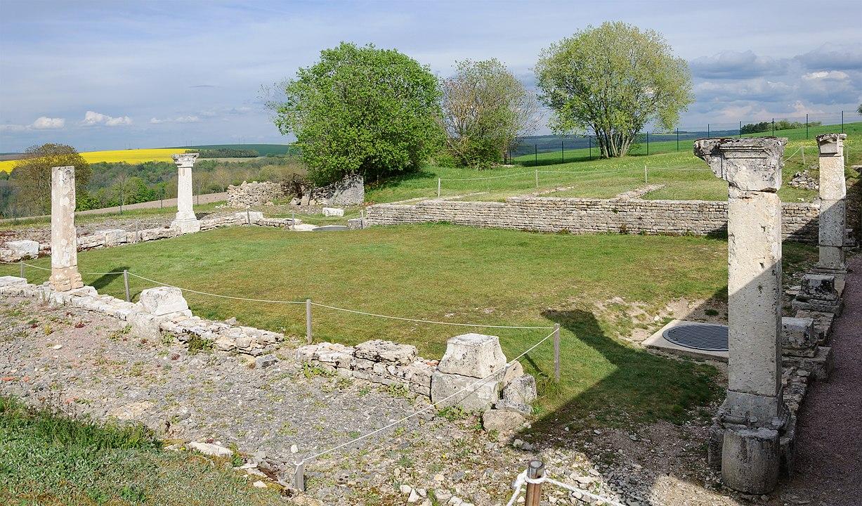 Alesia_site_archeologique_monument_Ucuetis.jpg
