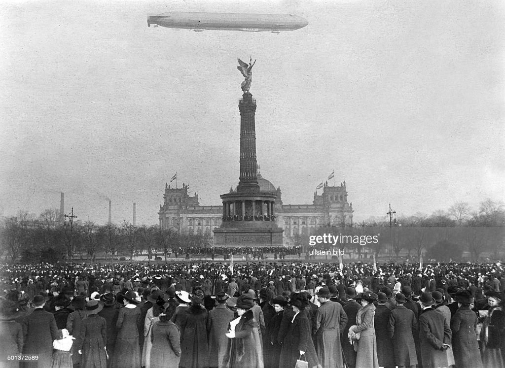 Berlin Victory Column - airship.jpg