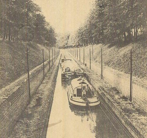 canal-trolley-boats-2.jpg