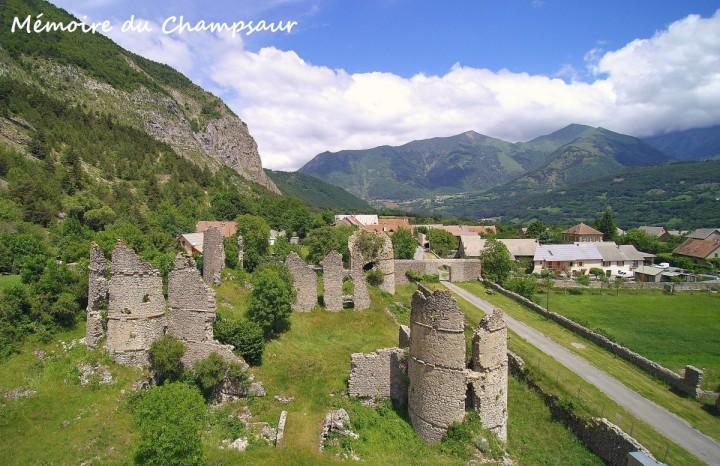 Château-de-Lesdiguières-vue-aérienne.jpg