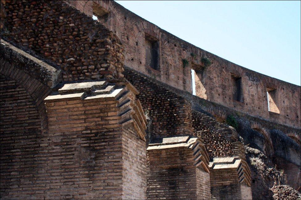 Colosseum_brick.jpg