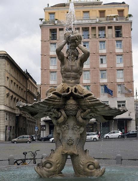 Fontana_del_Tritone,Rome.jpg