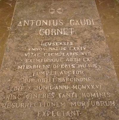 gaudi_gravestone.JPG