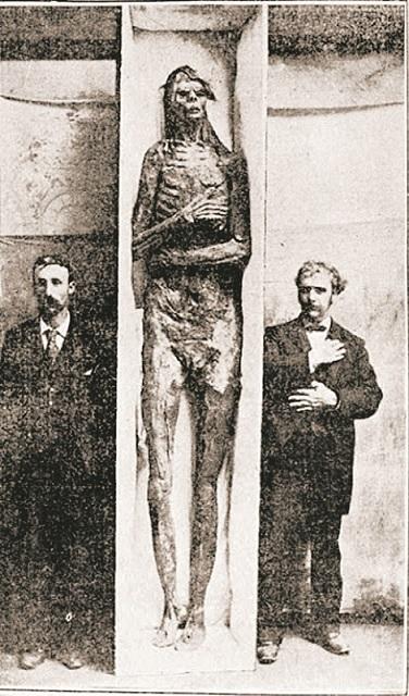 giant_skeleton.jpg