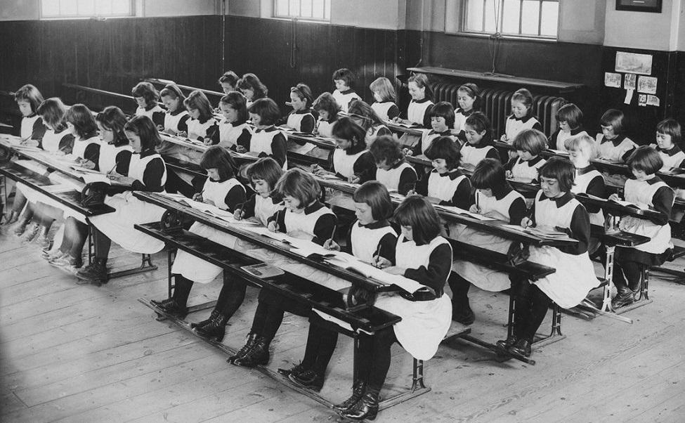 Girls-in-the-London-Foundling-Hospital.jpg