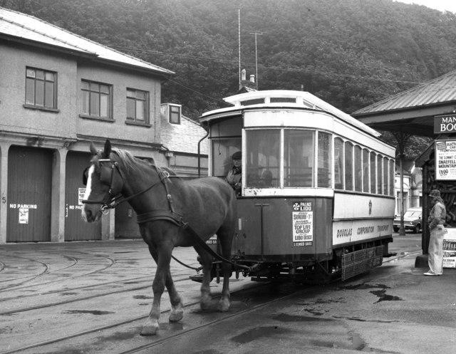 Horse_Car_No_1_at_Derby_Castle.jpg
