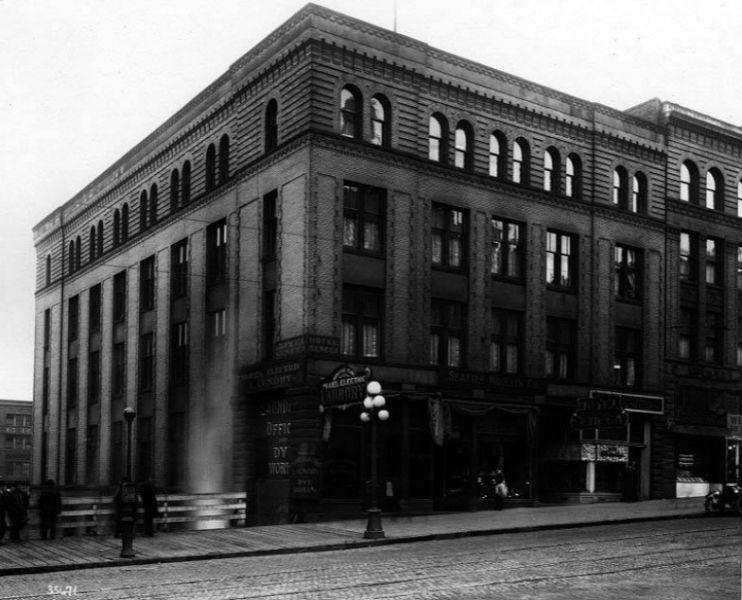 Hotel Seneca 1926.jpg