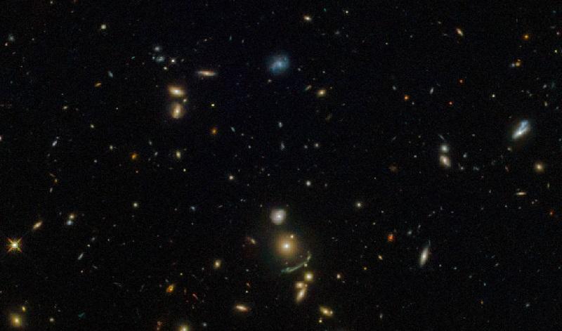 Hubble Spots a Green Cosmic Arc.jpg