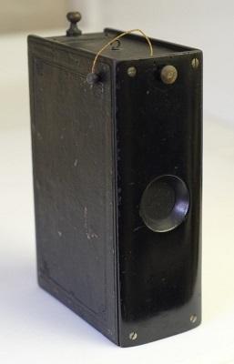 Krugener's Taschenbuch' Patent Book Camera, 1888.jpg