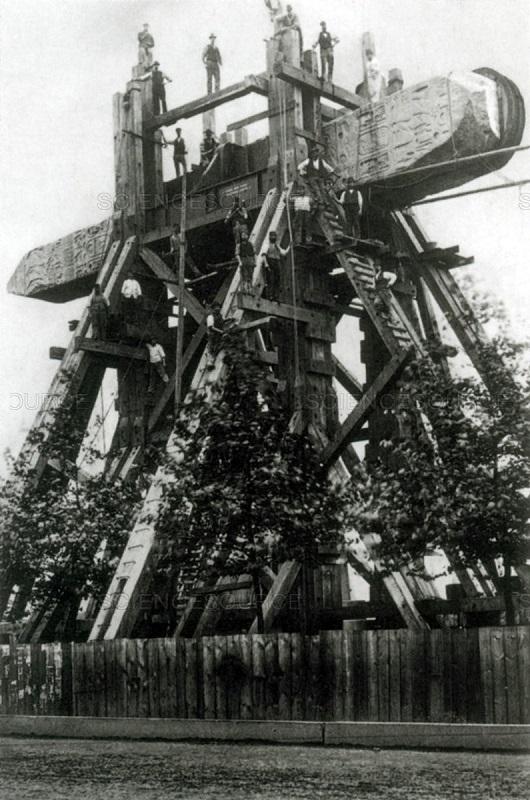London_obelisk_up-aired.jpg