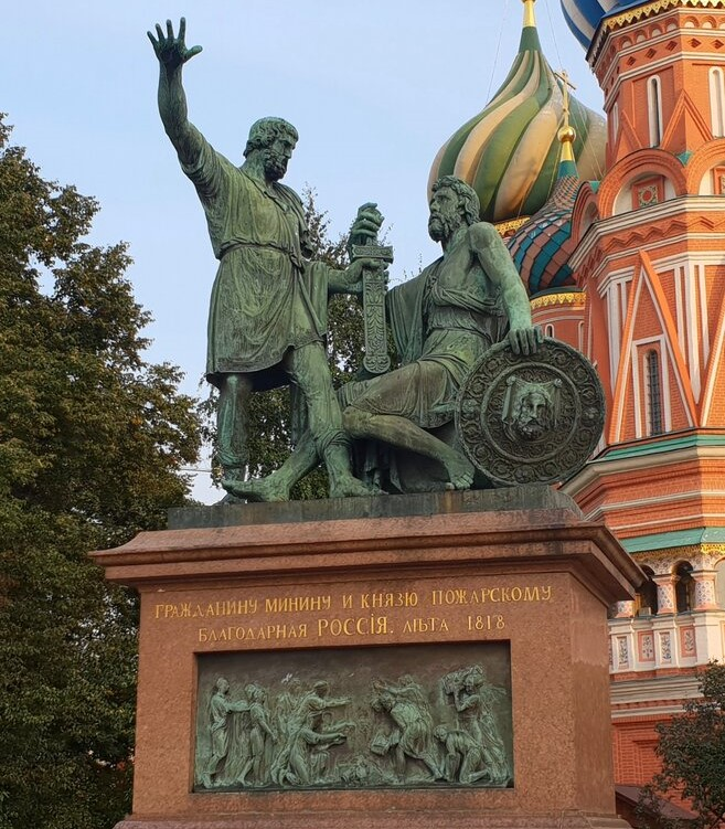 Monument_to_Minin_and_Pozharsky.jpg