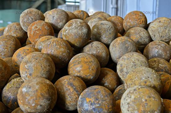 ore_grinding_balls.jpg