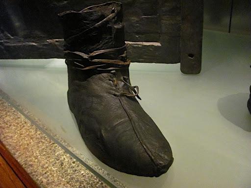 osberg-ship-viking-shoe.jpg