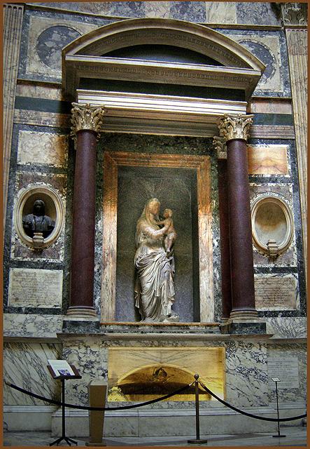Pantheon-raphaels-tomb.jpg
