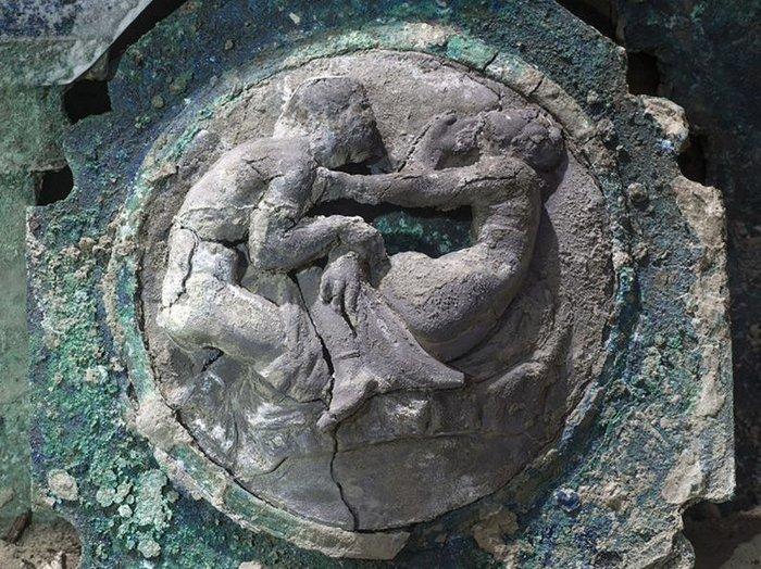 pompeii-chariot-2-c43564066812e2393c22e998971403e05643bbef-s700-c85.jpg