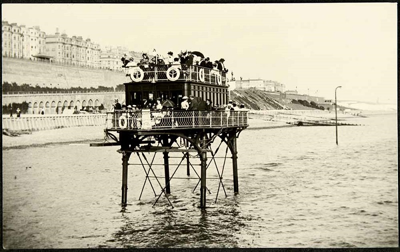 Rottingdean-Extension-car-on-stilts-Volks-Electric-Railway-Brighton-1910.jpg