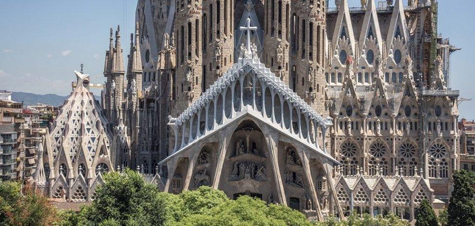 Sagrada_Familia_today.jpg