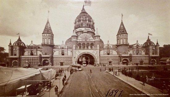 the-corn-palace-in-1891.jpg