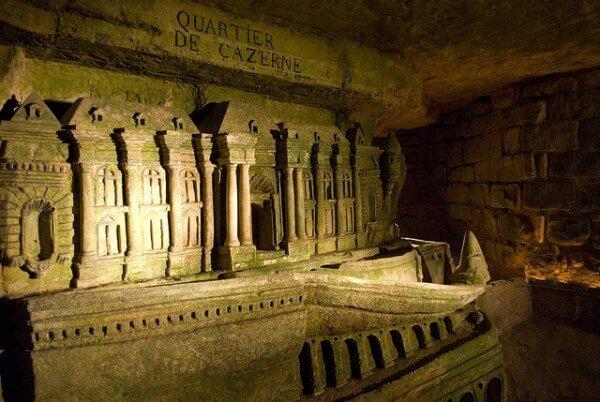 visiter-catacombes-paris-ossuaire-municipal-14-arrondissement-3-600x402.jpg