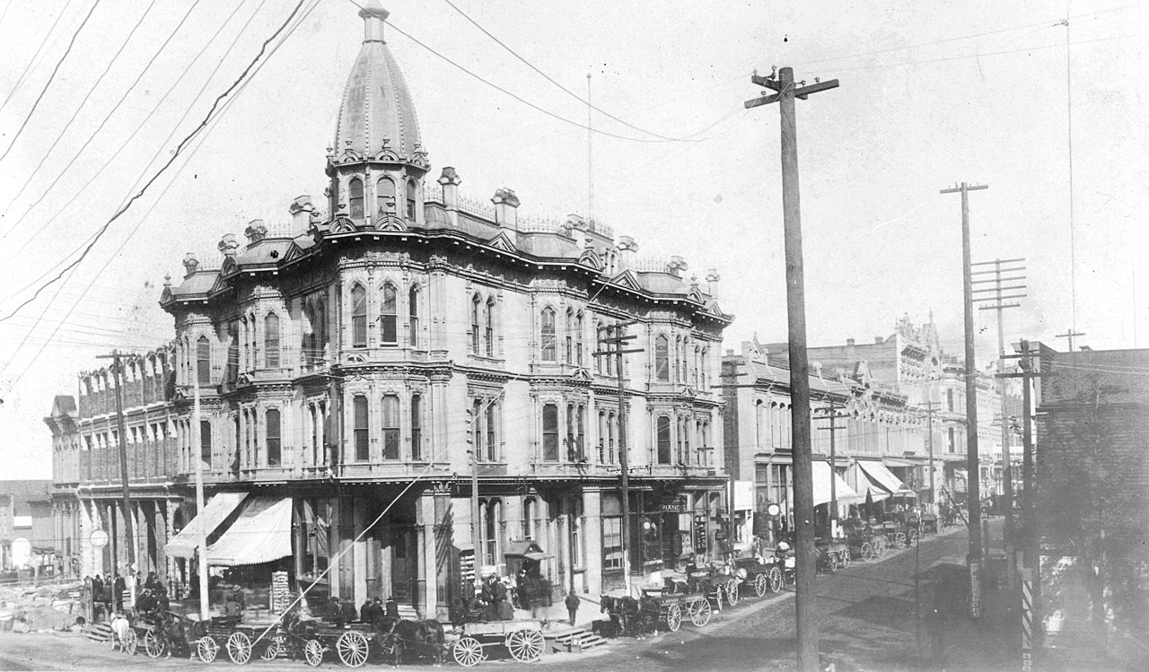 Yesler-Leary_Building_on_1st_Ave,_ca_1887.jpg