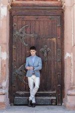 huge_doors_2.jpg