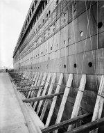 Titanic_rivets_no_rivets.jpg