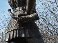 Leif_Ericson_statue_in_Milwaukee,_rear_view_detail.JPG