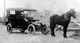 Horse_drawn_US_Mail_car.jpg